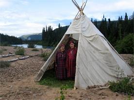 Amérindiennes dans un campement Innu (crédit : Adéline Basile )